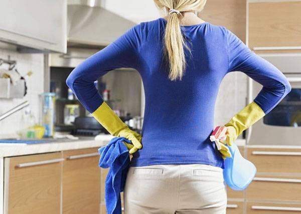 Чем мыть натяжной потолок глянец