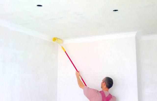 Чем лучше побелить потолок в квартире