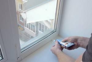 Как регулировать пластиковые окна на зиму видео