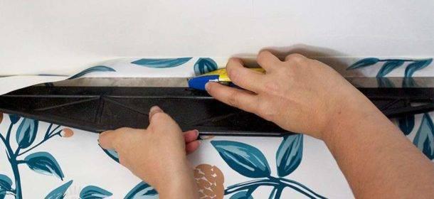 Поклейка обоев на водоэмульсионную краску