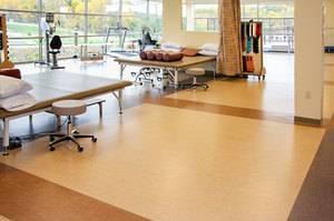 Нужно ли клеить линолеум к бетонному полу