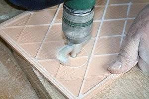 Как сверлить кафельную плитку на полу