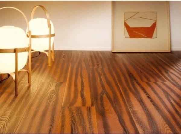 На что клеить линолеум к деревянному полу