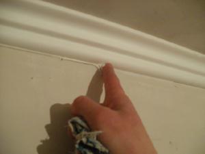 Как согнуть потолочный плинтус из пенопласта видео