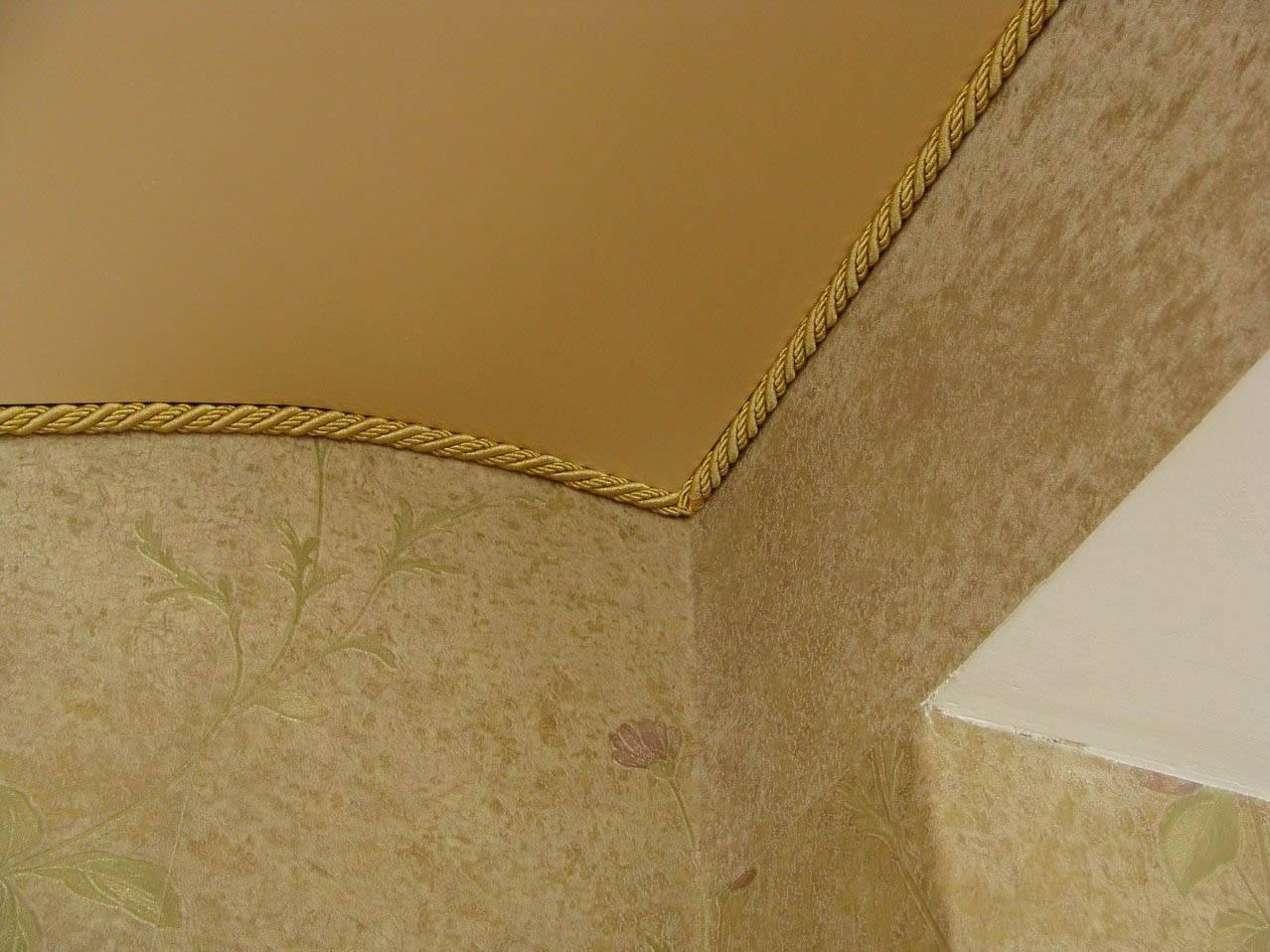 Потолочные плинтуса для натяжных потолков фото