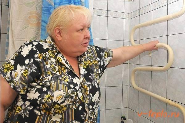 Установка полотенца сушилки в ванную видео