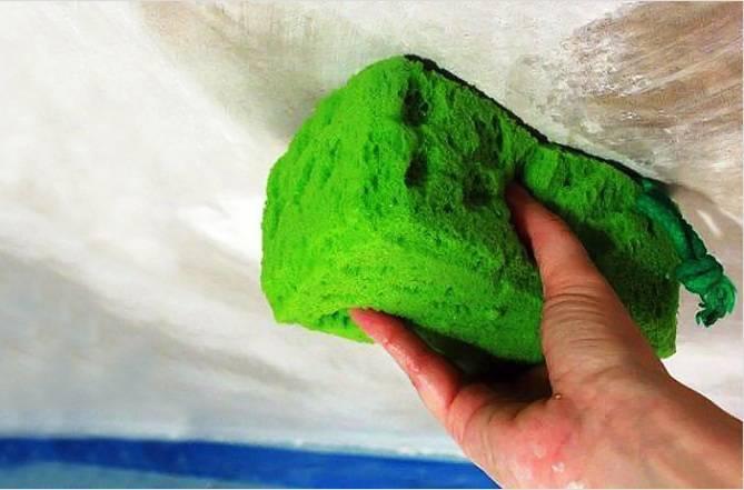 Как размыть потолок от побелки видео