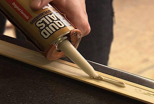 Как повесить рамку на стену без гвоздей