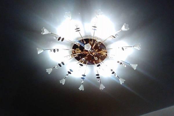 Энергосберегающая лампа моргает при выключенном состоянии