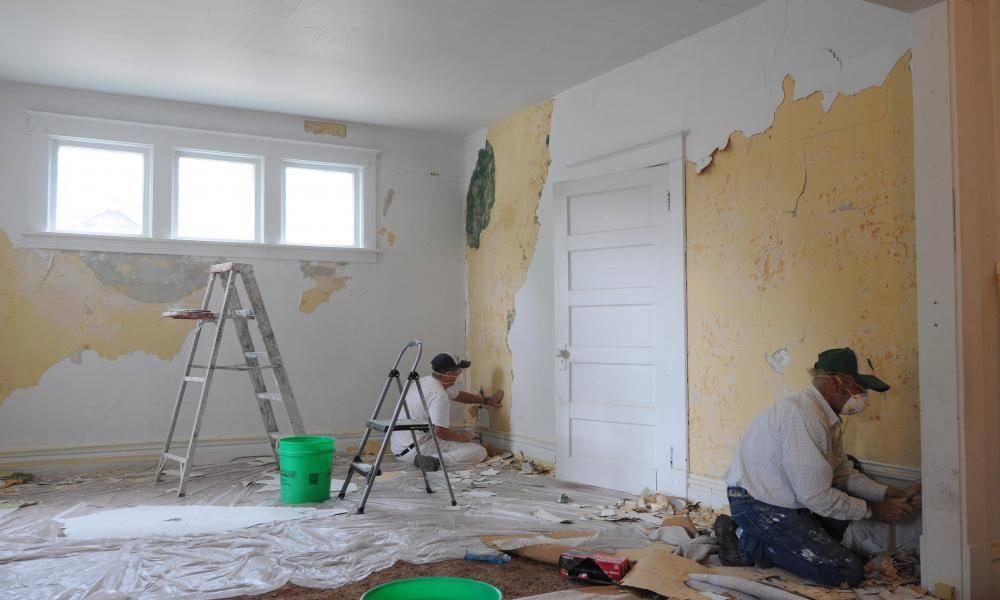 Как убрать старые обои со стены легко
