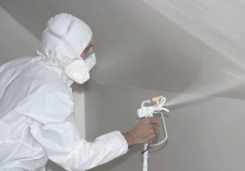 Как покрасить потолок водоэмульсионной краской валиком видео