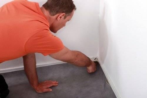 Как правильно обрезать линолеум на полу
