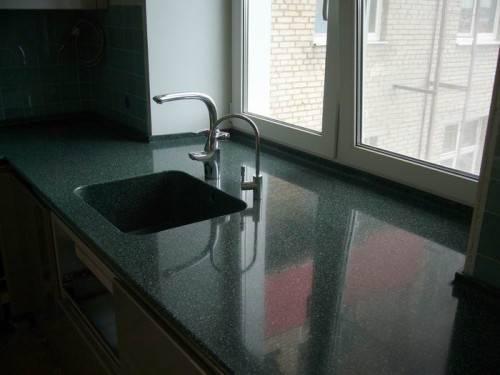 Подоконник ниже столешницы на кухне