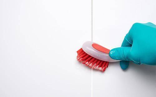 Как очистить ванную комнату от плесени