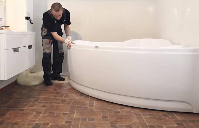 Как установить экран на акриловую ванну видео