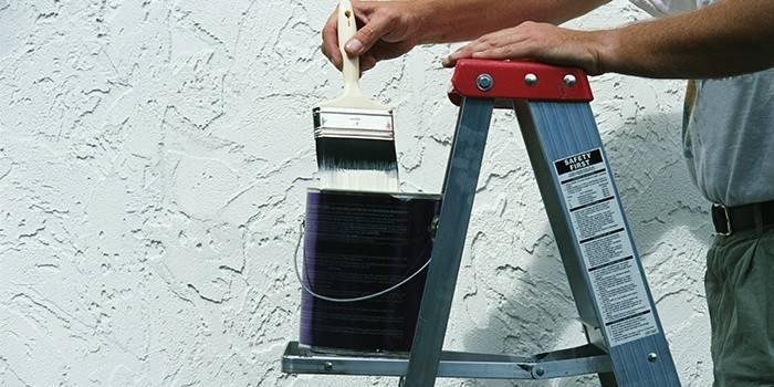 Как накладывать декоративную штукатурку на стену