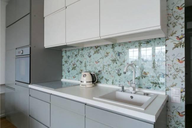 Чем отделать стены в кухне кроме плитки