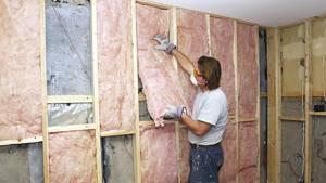 Чем лучше утеплить стену в квартире изнутри