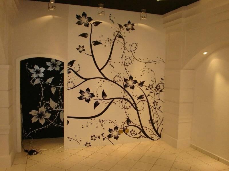 Черно белые рисунки на стене